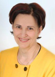 Dame in gelben Kostüm und braunen kurzen haaren